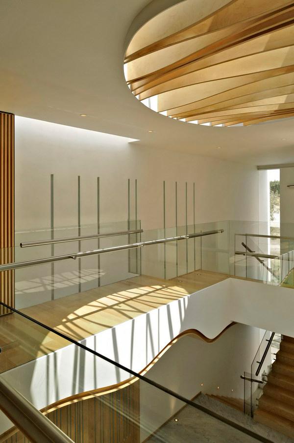 Современный дом с чистым интерьером