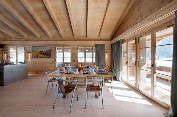 Мягкие структуры и чистые линии: Шале Гштаад в швейцарских Альпах