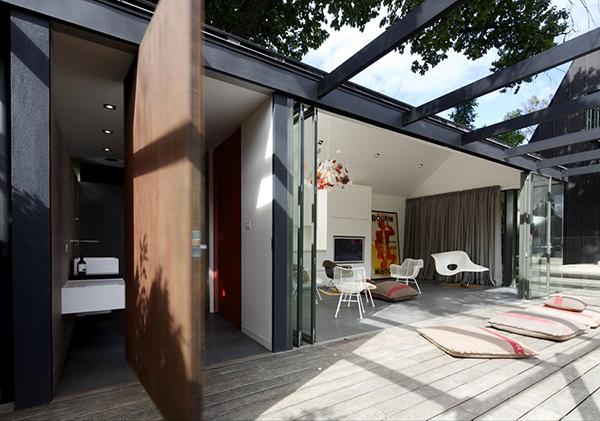 Великолепный дом с бассейном в Мельбурне