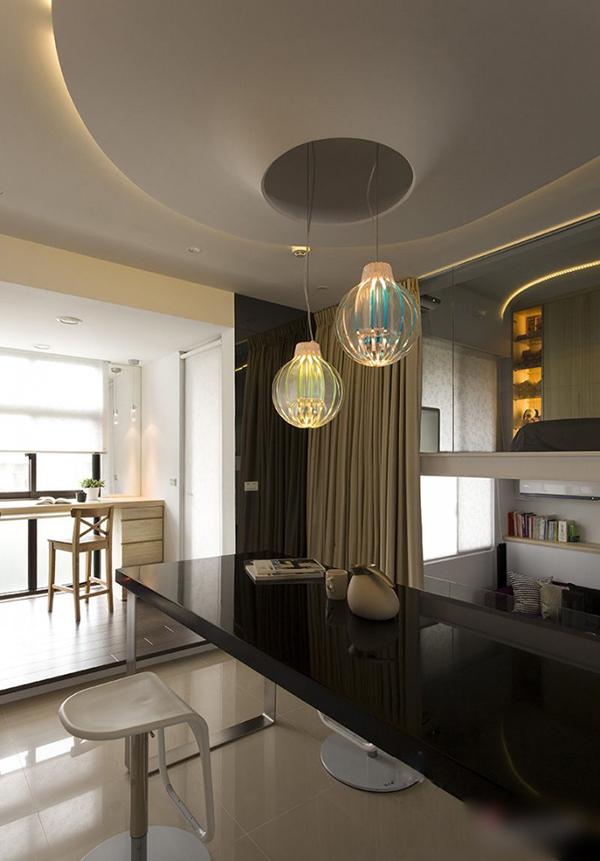 Энергичная современная квартира в черно белом стиле
