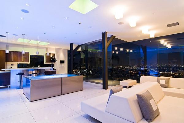 Поразительная холостяцкая квартира с автостоянкой гостиной