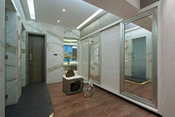 Богатый и лощеный дизайн квартиры в Мумбаи, Индия от ZZ Architects