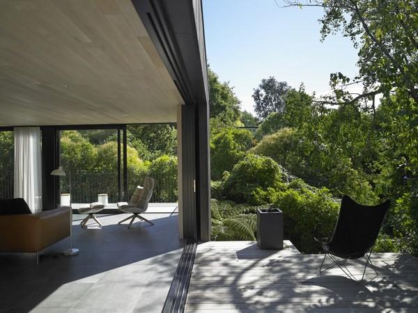 Сливаясь с ландшафтом: дом в Новой Зеландии