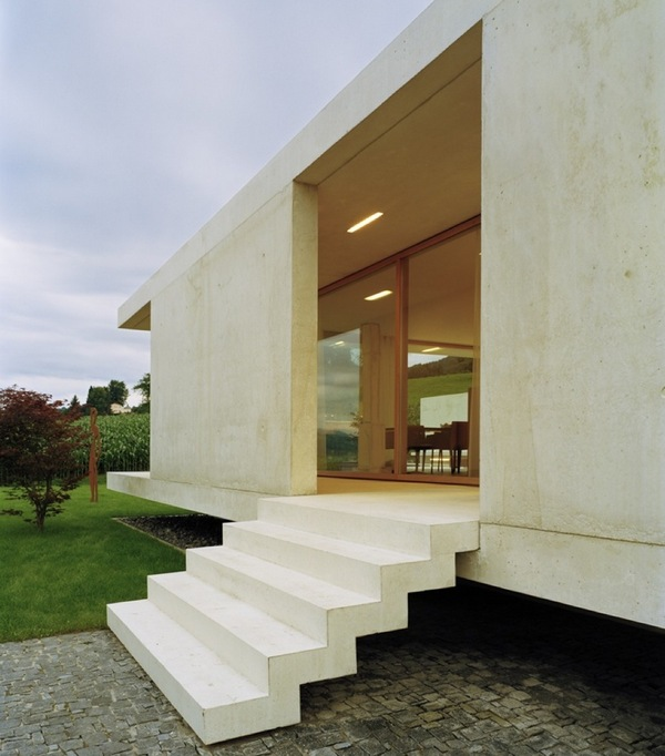 Одноэтажный современный дом с видом на Альпы