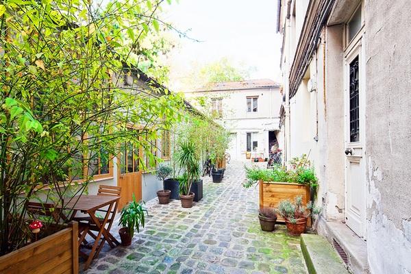 Трехуровневый компактный лофт в Париже - богемный интерьер