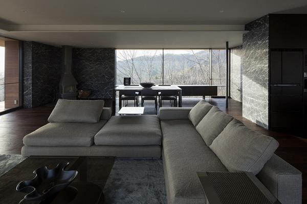 Эффектный современный дом, вписавшийся в живописный горный ландшафт
