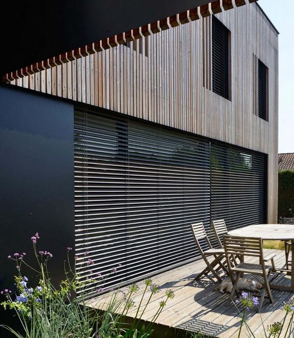 Впечатляющая каркасная вилла квадратной формы в Лионе от архитекторов Tectoniques, Франция