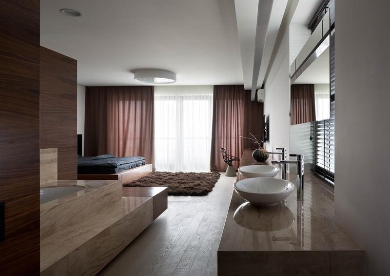 Модернизация двухуровневого дома, изобилующая мягкими оттенками грецкого ореха