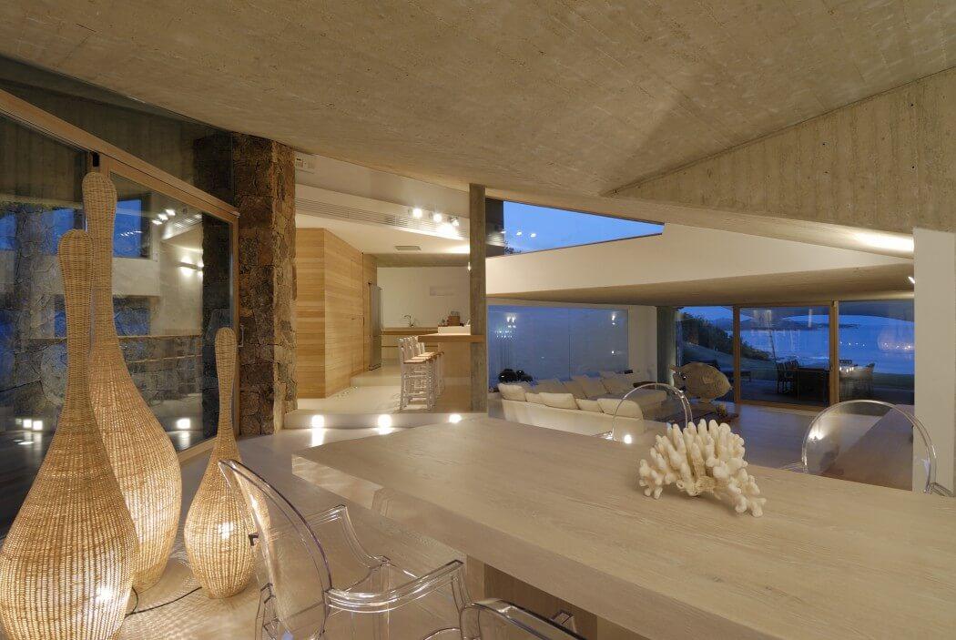 Провокационный современный дом в сердце изумрудного побережья Сардинии