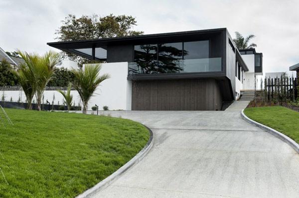 Изящный дом для владельца шикарных авто