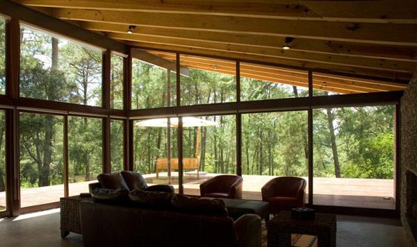 Тихий лесной домик с внушительным дизайном