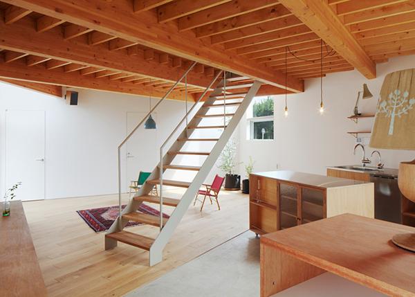Трехэтажный компактный дом с необычной формой в Японии