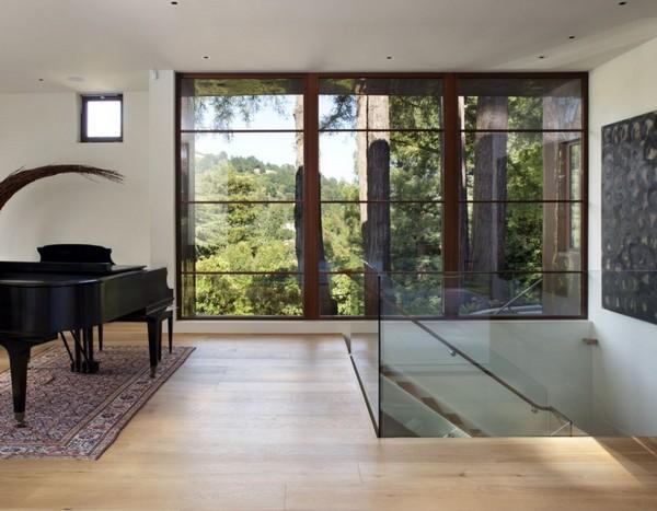 Опрятный стратифицированный дом, вдохновленный спокойствием места