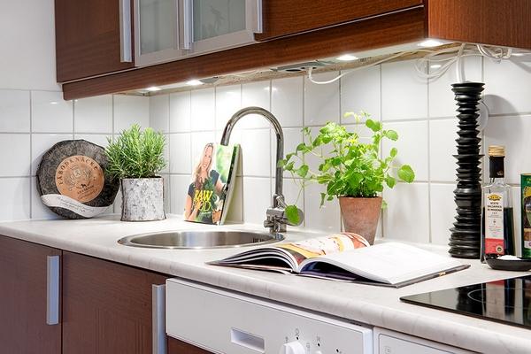 Яркая и удобная квартира в Гетеборге, демонстрирующая уникальные всплески индивидуальности