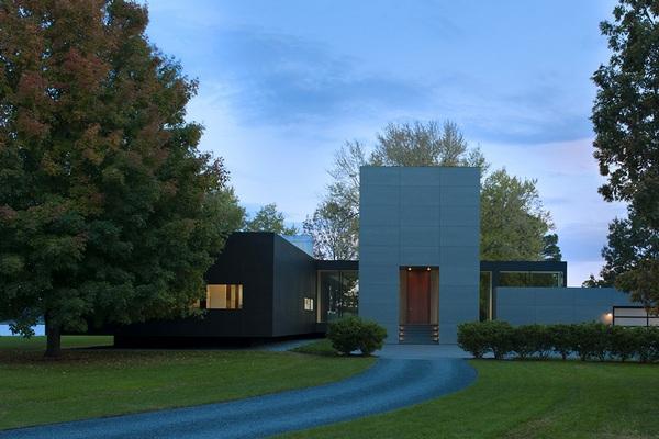 Дом со стеклянными коридорами в живописном месте у реки (Мэриленд, США)