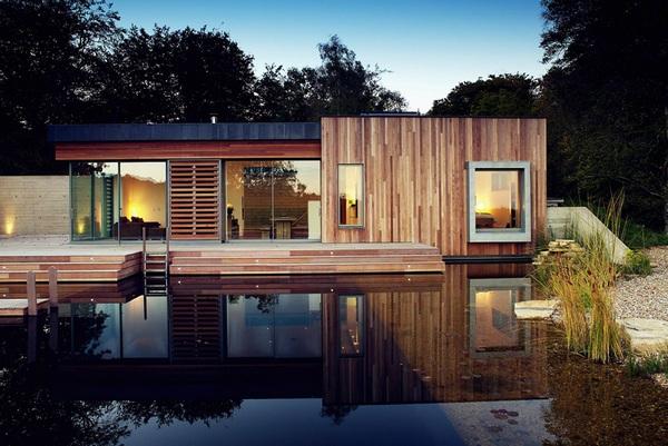 Дом, уединенный в лесу в Великобритании предлагает высокий уровень жизни