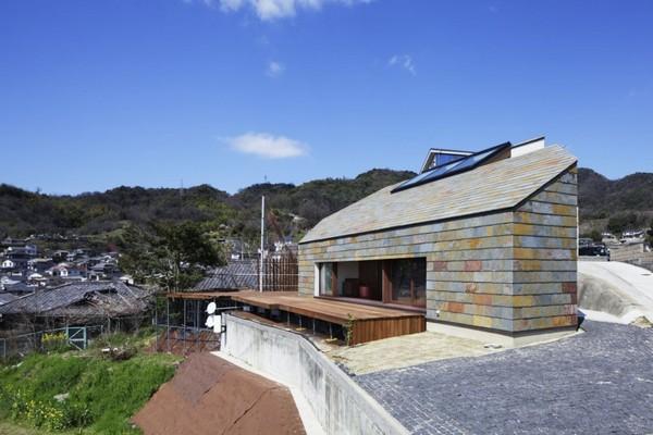 Сельский дом неправильной формы с роскошным видом  на окрестности в Японии