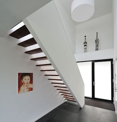 Белая современная вилла, интегрированная под офис в Нидерландах