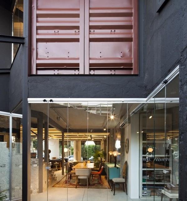 Диковинные соты, украшающие фасад магазина мебели, Бразилия
